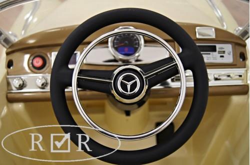 Детский электромобиль Mercedes-Benz 300S бежевый