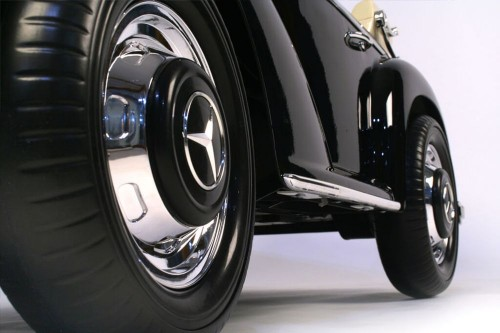 Детский электромобиль Mercedes 300S черный глянец